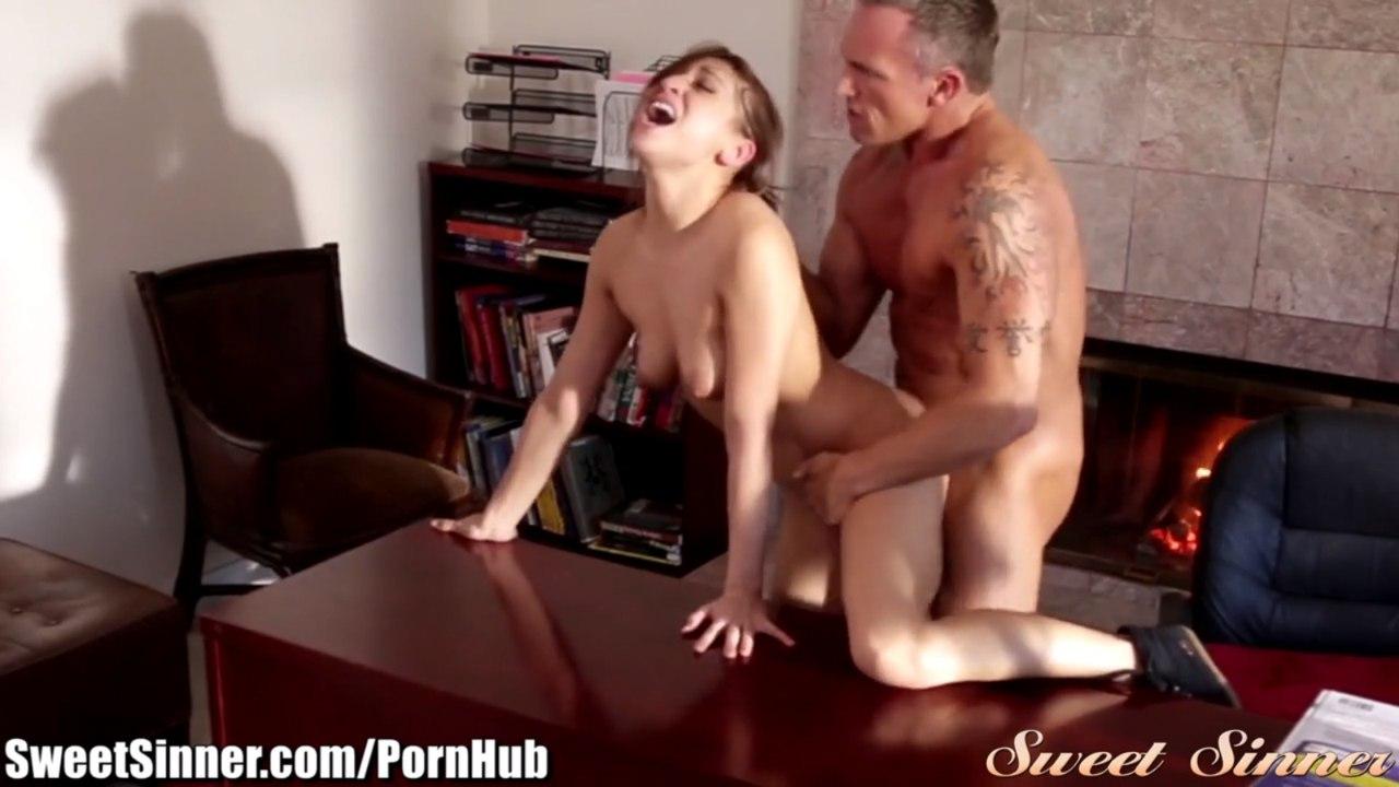 Парень прет во влагалище секси бэйби