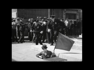Чарли Чаплин и флаг. Из фильма