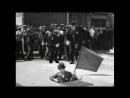 """Чарли Чаплин и флаг. Из фильма """"Новые времена"""". Charlie Chaplin - Modern Times - Flag"""