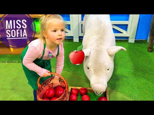 София впервые за штурвалом САМОЛЕТА! профессия в KidsWill Artn Mall Киев!