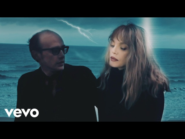 Arielle Dombasle, Nicolas Ker - I'm Not Here Anymore