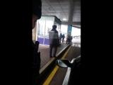 Алматы Аэропорт. Полицейский не показывает служебное удостоверение