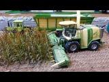 RC Siku Control 32 tractor action playing at Krone farmworld