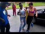 Уличная драка девушек в лифчике / Street fight girls in bra