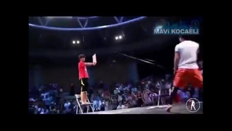 Тхэквондо удары ногами в прыжке вертушки