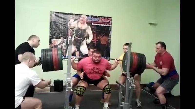 Евгений Ярымбаш приседания 400кг х 2 раза!
