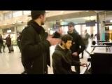 Спели на вокзале песню Ed Sheeran - Shape of You