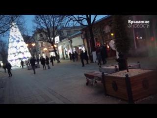 В центре Симферополя под тротуарной плиткой коротит высоковольтный провод