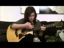 Девушка играет на гитаре просто супер))