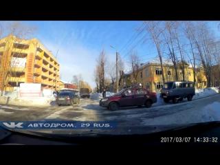 Северодвинск. Равнозначный перекрёсток. Ученик и учитель.
