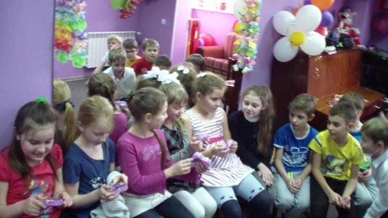 Поздравлялки нашим девочкам с наступающим праздником 8 Марта