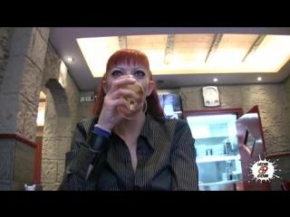 Парень снял рыжую телку и трахнул за бабки в туалете элитного ресторана