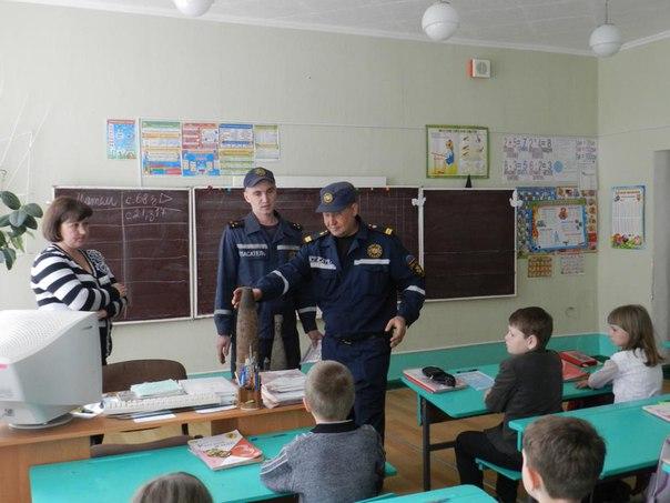 В Славяносербске для школьников МЧС провели урок безопасной жизнедеятельности (ФОТО)
