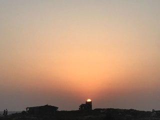 Нина Мегре: Вчера ходили смотреть закат на побережье, он тут просто волшебный, но очень быстрый.