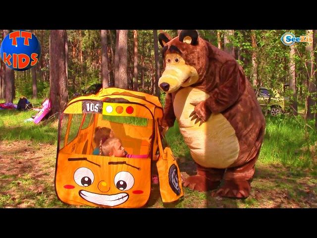 Маша и Медведь Поездка на природу в лес Мишка принес подарки для девочек Видео для детей