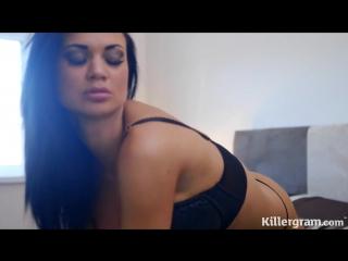 Jasmine Jae горячая мильфа порнозвезда с большими сиськами и классной жопой мастурбирует и стонет, хочет ебаться, жесткого секса