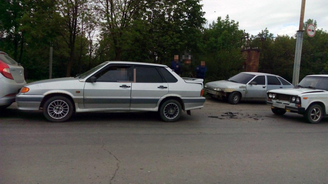 В Таганроге на Николаевском шоссе собрался «паравозик» из трех автомобилей
