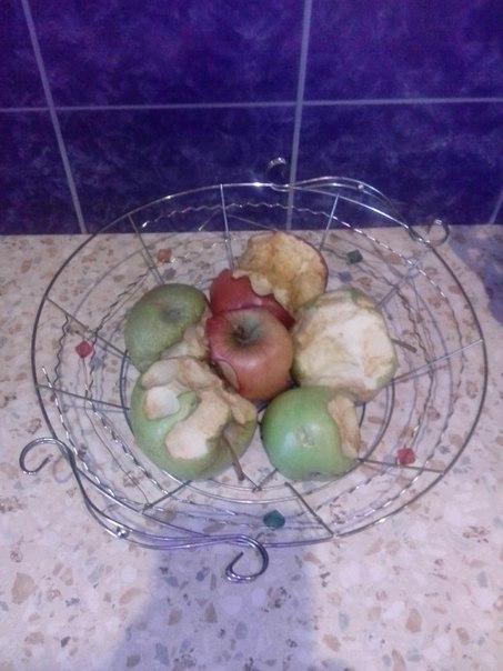 Так выглядит ваза с фруктами в доме, где есть дети 😉