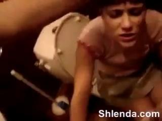 Оттрахал молодую школьницу в ритик в туалете и кончил на колготки  Домашнее порно