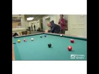 Зинедин Зидан показал как надо играть в бильярд