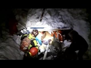 В Сочи снежная лавина завалила сторожевой домик, в котором находились двое мужчин