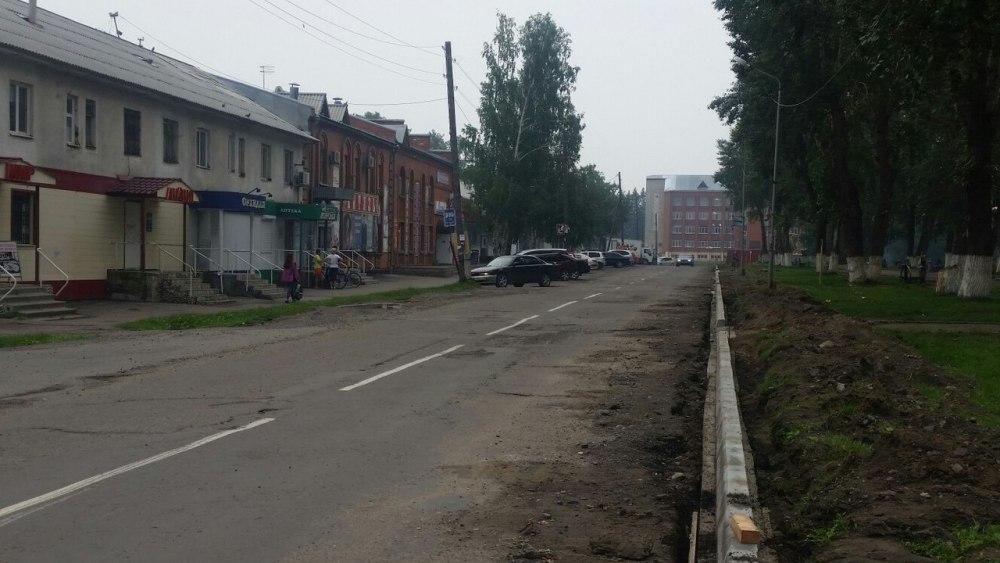 В Колпашеве дорожную разметку нанесли до укладки нового асфальта