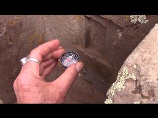 ...компас внутри одного из Н блоков в Пума-Пунку БОЛИВИЯ