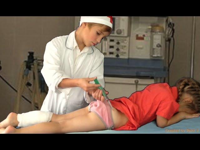 В больнице парню видео клизму ставят