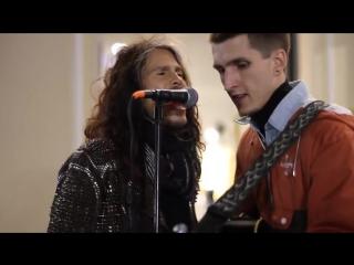Steven Tyler (Aerosmith) sang with street musician Moscow