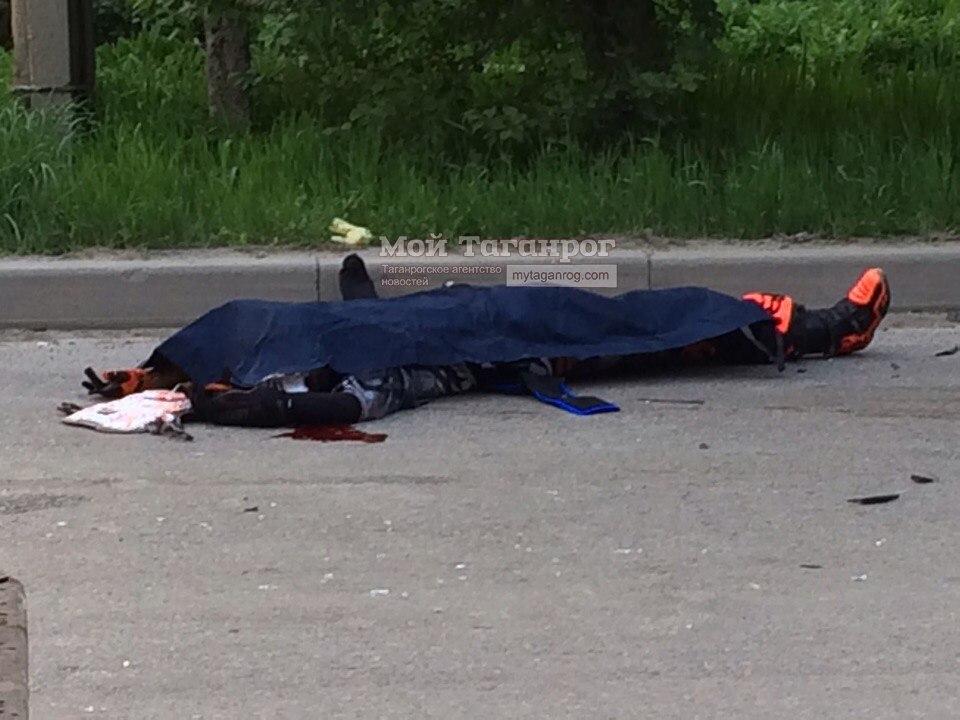 В Таганроге в результате ДТП на ул.Ломоносова погиб 42-летний мотоциклист, еще один попал в больницу