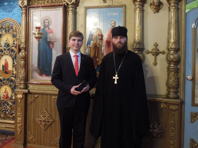 Школьнику из Зеленчукского района вручили подарок за победу в фотоконкурсе