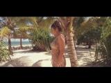 Anna Lesko - Sola en la playa