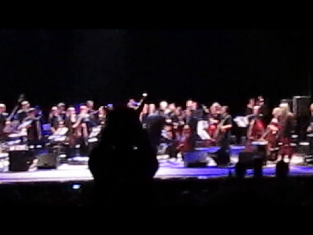 Истинно буддисткий выход Бориса Гребенщикова на концерте в Запорожье » Freewka.com - Смотреть онлайн в хорощем качестве