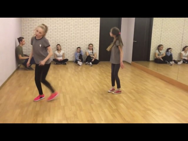 Девченки круто танцуют под песню TATARKA — АЛТЫН ALTYN