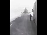 Атобе Казахстан 2017 Вертолёт сел на дорогу что бы узнать путь