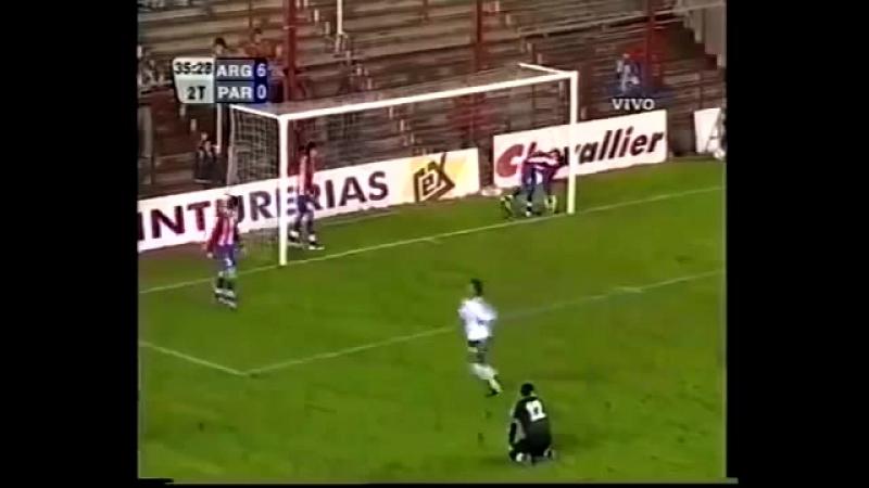 Тогда он забивал первый гол за сборную,а сейчас он завершает карьеру в Сборной Аргентине(