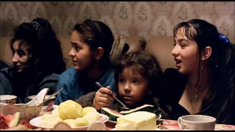 В цыганском доме. Эпизод из художественного фильма Сергея Бодрова «Сёстры» (2001 г.)