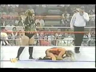 Alundra Blayze vs Bull Nakano (1994 raw)