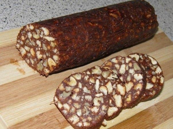 ШОКОЛАДНАЯ КОЛБАСКА   Ингредиенты:  Печенье (любое)