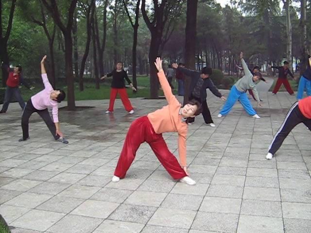 Зарядка в Китае - лаоши Шилан, Китайская гимнастина