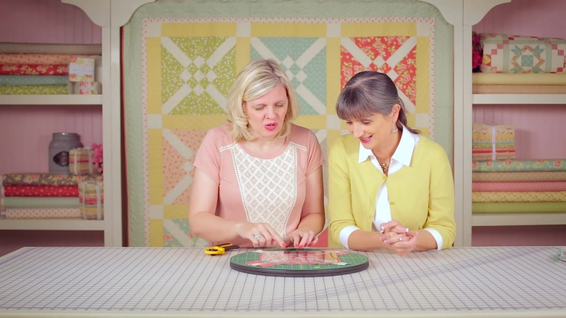 Двухцветные блоки. Crosscheck Quilt! Easy Quilting Tutorial with Kimberly Jolly and Joanna Figueroa