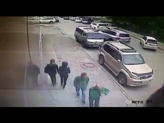 Появилось видео преступников, вскрывающих машины с помощью сканера