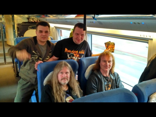 Rock'n'Rolf signs vinyls on the way to Moscow
