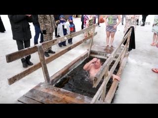 Купание в проруби на Крещение в Караганде! Центральный парк