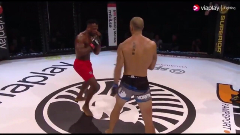 LAWD Dylan Andrews brutally KOs Papy Abedi at Superior Challenge 15 today This was a rematch of their UFC fight from 2013