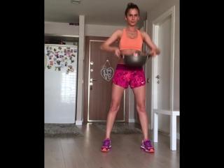 Сложный фитнес с кастрюлей