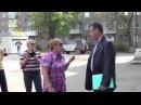 Председатель ТСЖ разговаривает с холопами