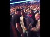 Фанаты Хабиба троллят Нейта Диаса на UFC 209 [vk.com/mma_nice]