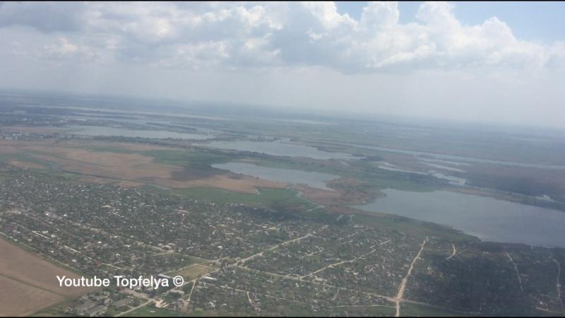 Красивый вид на дельту реки Днепр после взлёта из аэропорта города Херсон