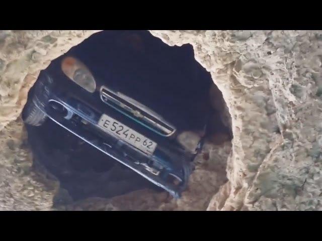 Машина упала в яму Крым 2016 The car fell into the pit The Crimea 2016